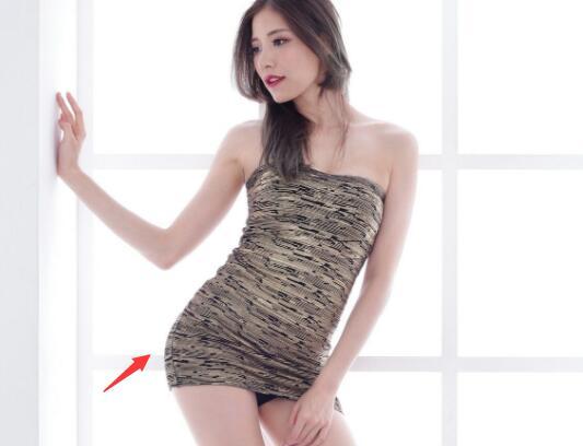 【火】同桌强迫我穿真空裙 内容尺度真心污
